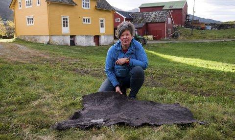 HF har tidlegare skrive om Una Eiken i forbindelse med hennar spesielle teknikk for toving av ull. No skal ho ta over ein viktig gard i Herand.