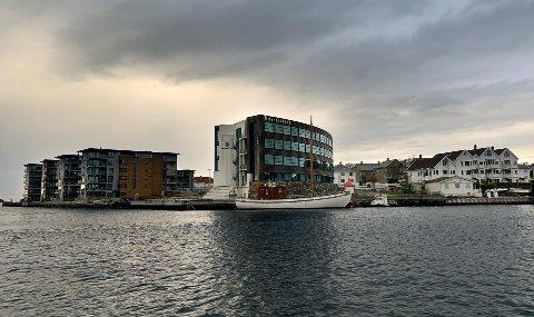 SAMARBEID: Kystverket (på Hasseløy) og Sjøfartsdirektoratet ønsker å etablere et nasjonalt senter i Haugesund for digital sikkerhet innen det maritime.