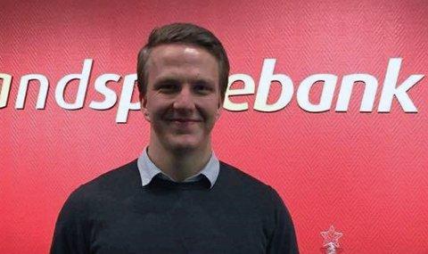 Styrkeløfter Audun Nystad Kvitvær (18) fra Onøy fikk 30.000 i idrettsstipend fra Helgeland Sparebank. Foto: Helgeland Sparebank