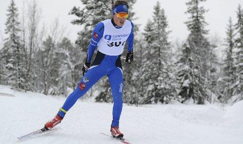 KALDT I ÅPNINGEN: Det var kaldt på Skillevollen i helga, men det forhindret ikke Alexander Slydahl i å vinne begge distansene. Søndag hadde han en hard fight med treningskompis Jesper Abelsen Andreasen.