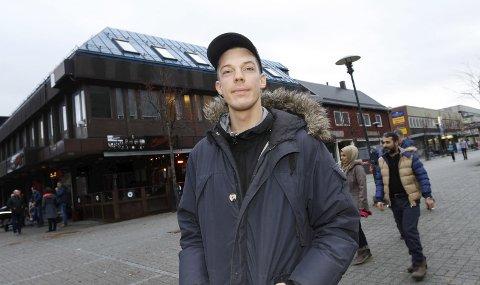 ALT VAR KLART: Thomas Nilsen i SKY Fitness i Mosjøen i begynnelsen av november. Da var alt klart og han lovte at åpningsdagen skulle være 13. januar. Nå er alt uvisst, og det blir ingen åpning til denne datoen.  Foto: Stine Skipnes