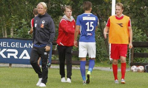 FORTSETTER: Bjørn Arve Lund fortsetter som trener for MILs A-lag. Han skrev under en toårskontrakt i fjor, men hadde muligheten til å gi seg i høst. Nå har han bestemt seg for å fortsette sammen med Tommy Gløsen. FOTO: PER VIKAN