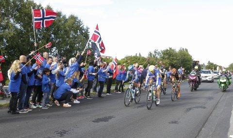 SUKSESS: Det ble stor suksess da Arctic Race of Norway besøkte Helgeland. Etappen fra Mo med målgang i Sandnessjøen (bildet) ble kåret til en av tidenes beste.  FOTO: PER VIKAN