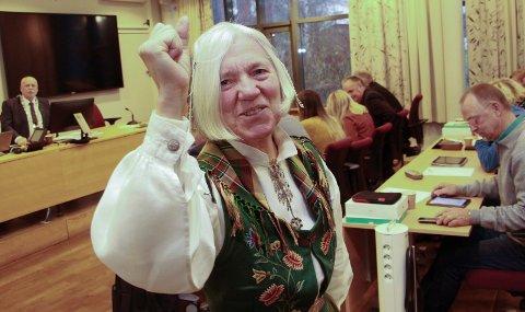 Arna Meisfjord gir ikke opp kampen for Nesna og var kraftfullt til stede da det nye kommunestyret i Vefsn konstituerte seg onsdag.