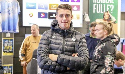 KVALIFISERT: Max Garcia vant kvalifiseringen i Mosjøen, og ble slått ut i semifinalen under finalen i Bodø. Nå har han fått plass på laget til Bodø/Glimt, og spilt de første kampene i E-serien.  Foto: Lise Jeanette Nilsen