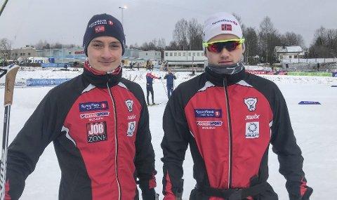 Jesper Abelsen Andreasen (t.v.) og Ole Jacob Forsmo fra Halsøy IL har fått kjørt seg under NM på ski på Konnerud utenfor Drammen.