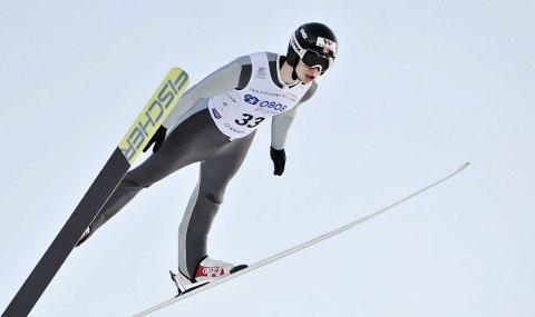 KONTINENTALCUPEN: Emil Storjord Vilhelmsen slet litt i hoppbakken i åpningsrennene i Kontinentalcupen, men leverte gode langrenn. Foto: Arne Brunes