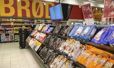 NYE BRØD:  Coop-butikkene på Helgeland skiftet brødleverandør, og får nå brødvarer fra Goman på Fauske. Det er et nybygd bakeri som skal forsyne alle butikkene fra Brønnøysund i sør til Hamarøy i nord. Bildet er fra brøddisken på Extra Mosjøen.