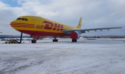 KLAR FOR FINNMARK: Det er dette flyet, et Airbus A300C, fraktgiganten DHL håper vil lande i Finnmark i mars. Får man avtalene med sjømatnæringen på plass vil det i første omgang bli en ukentlig flyging mellom Lakselv lufthavn Banak og Oslo Gardermoen.