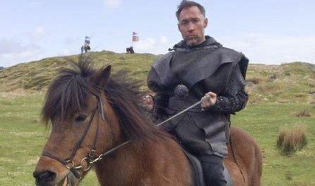 PÅ HESTERYGGEN: Altaværingen Stig Frode Henriksen har en rolle i den nye sesongen av den populære vikingserien Vikingane som går på NRK. Foto: Privat