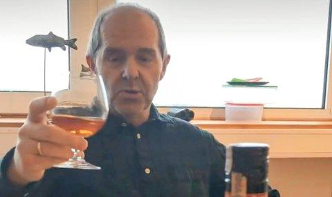 SKÅLER FOR FRUSTRASJON: Fiskekjøper Bjørn Ronald Olsen i Nordkapp.