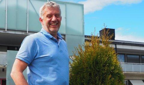 BASSENG I ÅRENE: Lars Heirsaunet (54) er daglig leder på Magneten. Men han har godt med bassengvann i årene.
