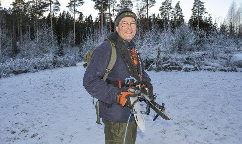 GIKK BRA: Jon Arne Kongtorp har sikkerhetsutstyret i orden når han går på skøyter. – Jeg har hatt noen uforglemmelige opplevelser på stålis, under stjernehimmel og i måneskinn. At jeg datt gjennom skremmer meg ikke fra flere slike turer, sier han. Foto: Anne Enger Mjåland