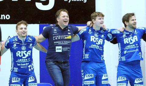 MÅ TIL HAMAR: Theodor Svensgård (f.v.), trener Rune Haugseng, Lars Eirik Larsen og Atle Gudmestad har endelig fått vite hvor cupfinalen skal spilles.