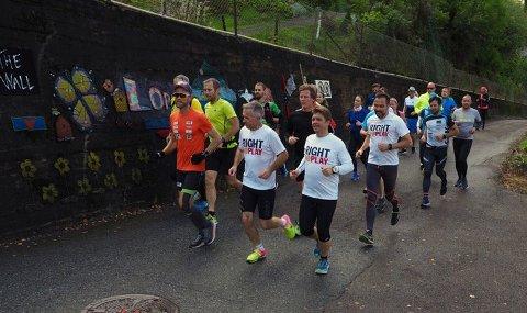 PÅ HJEMLIGE TRAKTER: Jimmy Vika løp maraton i Holmestrand sammen med en gjeng der blant andre Tomas Pinås og Kristian Jahre (foran) inngikk.