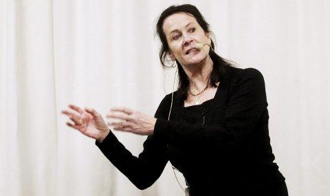 Gir av seg selv: Forfatter Vigdis Hjort holdt et engasjerende foredrag på biblioteket under Litteraturuka. Foto: Pål Nordby