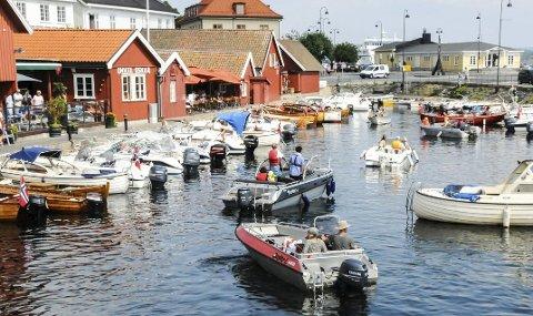 TURISTVERTER: Til sommeren skal turistene bli møtt av syklende turistverter i Kragerø sentrum. (Arkivfoto)