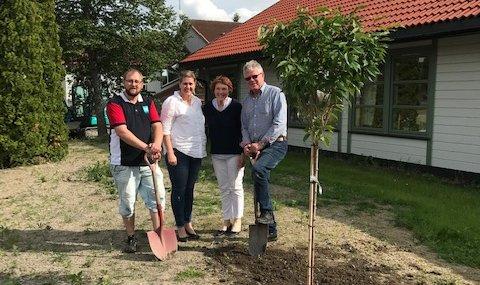 Aleksander Bjerke, Sp, Janne Farstad Kirkhus, leder Hvittingfoss bo og behandling. Kari Anne Sand, Ordfører Sp og Ole Gustav Lia, Sp.