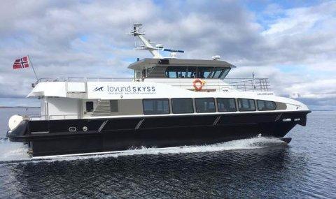 MS Lovlund Express har plass til maks 97 passasjerer og ikke kiosk om bord.