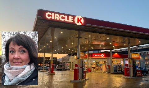 Karina Thuv (innfelt) er daglig leder ved Circle K på Leknes.