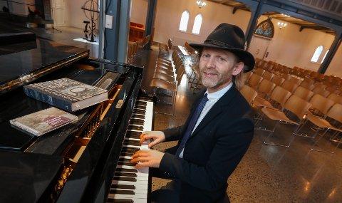 KOMPONIST: Mossingen Terje Norum har laget musikken til Trond Granlunds nye plate, «Skogslusken». Onsdag 22. januar er det releasekonsert i Moss kirke.