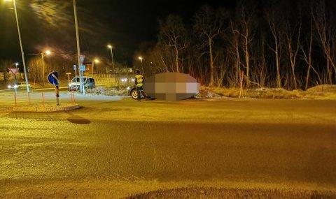 I FELLA: Her blir nok en bilist stoppet for brudd på skiltregelen i Heilovegen. Foto: Vetle Ravn Viken