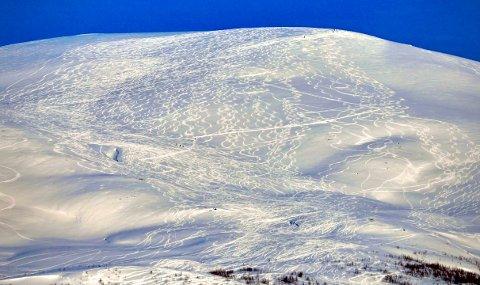 TURGLEDE: Mange folk er på tur i godværet. Men dessverre, allerede i ettermiddag kommer skyene  og før kvelden er omme kommer nedbøren over hele Troms. Foto: Torgrim Rath Olsen