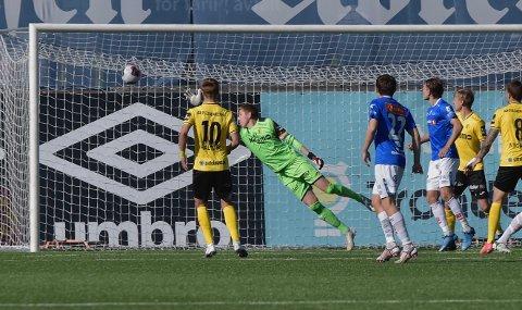 0-1: Ole kristian Lauvli kaster seg forgjeves etter heading til Christian Eggen Rismark, og Raufoss fikk en marerittstart mot Ranheim.