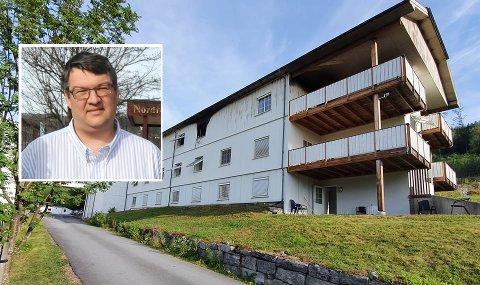 KRISELEDELSE: Leder av krisestaben i Nordre Land kommune, John Løvmoen, forteller at de var på Riisby for å tilby hjelp, og skal tilbake tirsdag morgen.