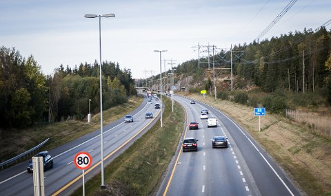 UTSLIPP: 75 prosent av utslippene i Akershus kommer fra transportsektoren. Her fra E6 syd for Taraldrud.
