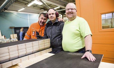 Ivrige: Mats Høglund (f.v.), Kjetil Wiksteen og Jon Erik Rød er ivrige bidragsytere på iVekst og har blant annet bidratt med beising. Foto: Sigrid Ringnes