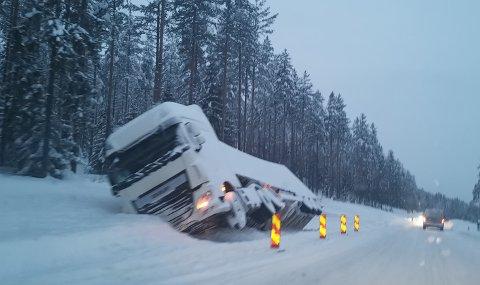 KURS: Senterpartiet vil at vogntogsjåfører skal kunne bevise at de har vært gjennom glattkjøringskurs for å få lov til å kjøre på norske veier.