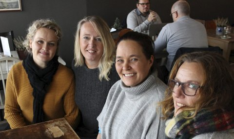 Støttet: Johnsen fikk mye støtte av vennene Siri Andvik, Christina Hals, og Kari Heiberg.