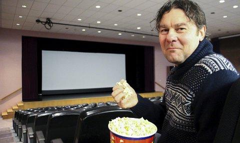 GODT FORNØYD: Kinosjef Magne Bjørnstad er godt fornøyd med fjorårets publikumstall. Til sammen besøkte 7550 rakstinger kinoen i løpet av 2017.Arkivfoto