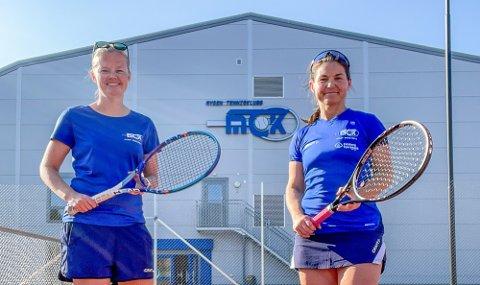 I GANG: Mysen Tennisklubb stiller denne sesongen damelag i 2. divisjon, her representert ved Nina Sperlin og Maren Camilla Glosli.