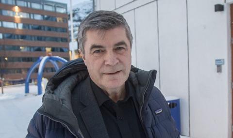 NEDVERDIGENDE: - Mennesker som kommer som flyktninger til Norge skal ikke behandles på denne måten. Det var veldig vanskelig og trist å være vitne til hvordan den unge mora slet med å holde varmen i seg og de små ungene sine, sier tidligere ordfører i Hammerfest Alf E Jakobsen.