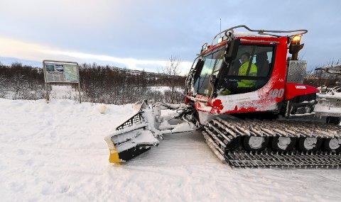 Rana kommune vil neste år ikke kjøre opp skiløyper i helgene. Det er blir forskjellen fra i dag når budsjettet i park og idrett kuttes med 100.000 kroner. Foto: Øyvind Bratt
