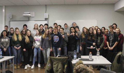 Utveksling: Den ene klassen i internasjonal engelsk har besøk av 18 elever fra Belgia. Ringsaker videregående skoles utvekslingsavtale med en skole i Belgia vekker begeistring og samhold mellom elevene fra begge land. Foto: Ingunn Klævahaugen