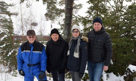 FÅR STØTTE: All motstanden til tross, Jan Fredrik Hornemann får også stor støtte for boligbygging øverst i Steinsåsen. Ole Petter Hungerholdt (fra høyre), Åse K. Rennan og Allan Rennan er blant dem som har skrevet under på at de støtter planene.
