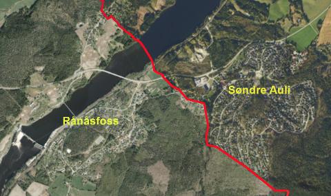 JUSTERES: Den røde linja viser hvor grensa mellom Nes og Sørum går i dag. Nå er intensjonen at Auli og Rånåsfoss skal ligge i én og samme kommune.