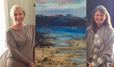 Lene Conradi (t.v.) mottok prisen på vegne av Røyken, Hurum og Asker kommuner, her sammen med kunstneren Tove Hogslo.