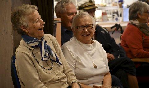Glade damer: Det var latter, men også øyeblikk til ettertanke under konserten til Benny Borg på aktivitetssenteret. ALLE FOTO: INGUNN HÅKESTAD BRÅTHEN