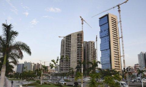 Alt har stoppet opp: Fallende oljepriser har stanset alle store byggeprosjekter i Angolas hovedstad Luanda. Jotun avventer også situasjonen, men vil likevel fortsette arbeidet med å etablere seg i landet. Alle foto: Morten Fredheim Solberg