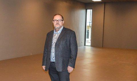 NYTT UTSTILLINGSOMRÅDE: Dag Ingemar Børresen viser fram første etasje i nybygget. Her blir det utstillinger som skal stå i mange år.