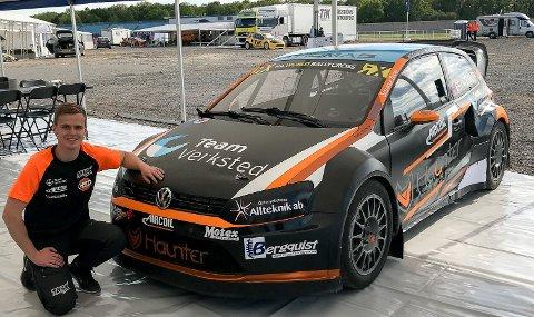 KLAR FOR EM-ÅPNING: Thomas Bryntesson ankom den legendarisk formel 1-banen Silverstone. Der går helgens EM-åpning i rallycross. 23-åringen debuterer med sin nye Volkswagen Polo Supercar.