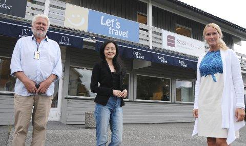 GIR SEG IKKE: Jun C. Bjørbekk og hennes reisebyråer har hatt et stort fall i omsetningen.  Men hun gir ikke opp og satser på støtte fra Skien næringsfond ved Ståle Tveit og Skien kommune ved Hedda Foss Five.
