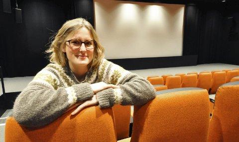 FORNØYD: Kinosjef Hilde Hem byr på kinofilmer for barn og unge også denne ferien.