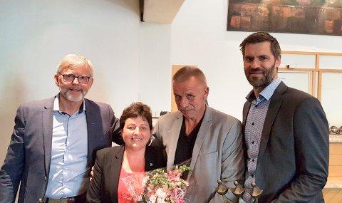PRISET: Ordfører Lilly Gunn Nyheim sammen med prisvinnerne fra Pipelife Norge: Kjell Larsen, Torbjørn Kvande og Sigmund Aandstad.