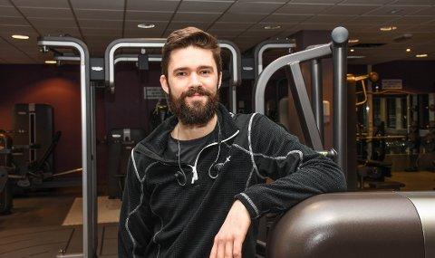 Spelemann på trening:  Sindre Fløistad er i Kristiansund i forbindelse med de kommende Operafestukene. Han spiller i «Spelemann på taket».
