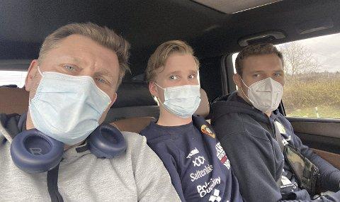 Koronaens sanne ansikt: Trener Eren Gjægtvik (fra venstre), fysioterapeut Jakob Larsen Jørgenvåg og bryter Felix Baldauf ble kjørt fra brytehallen til et isolasjonshotell i Budapest etter at de torsdag fikk beskjed om at de er smittet av koronaviruset.